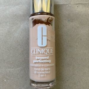 CLINIQUE Beyond Perfecting Foundation 0.5 breeze